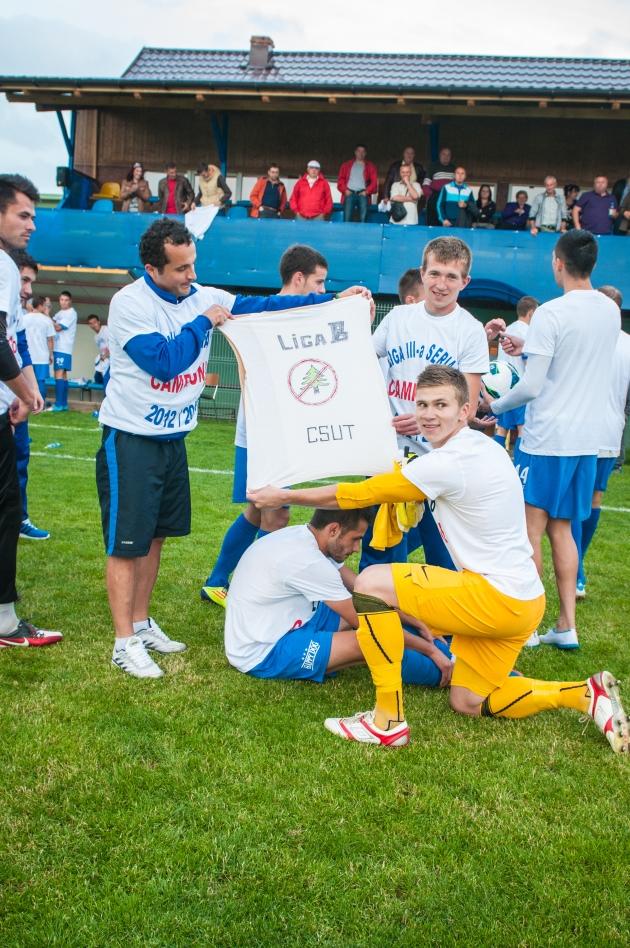 Bucuria jucătorilor după promovarea în liga a doua    foto: arhivă personală