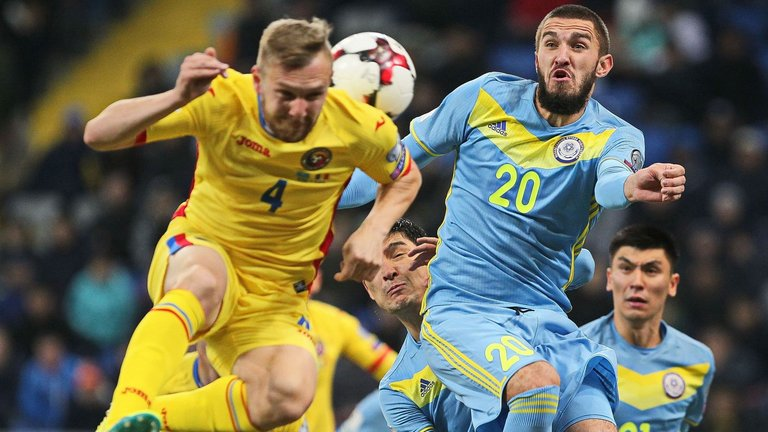 romania-cosmin-moti-kazakhstan-sergei-khiznichenko-world-cup-qualifier_3806475