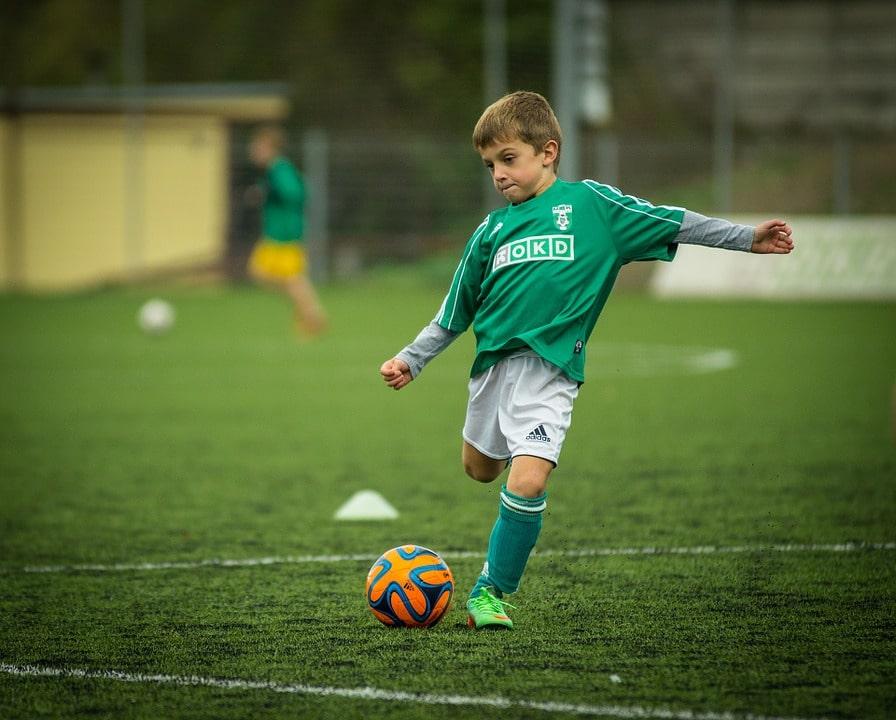 cursurile_de_fotbal_si_beneficiile_lor_pentru_copii.jpg